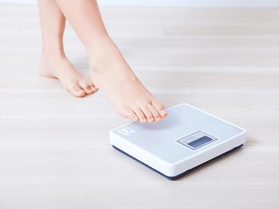 女性】体重計に乗らない人っている??   アラサー女子のためのコスメとメイクのブログ情報集めました!